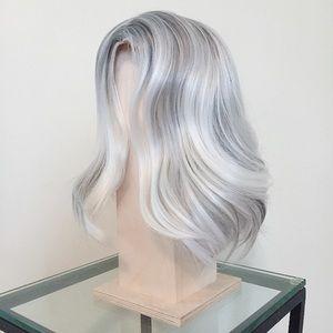 Short grey/white wig